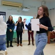 פורום מדע וטכנולוגיה מצעיד את נערות כיתות ט' לקראת בחירתן בלימודי מדעים ינואר-פברואר 2018